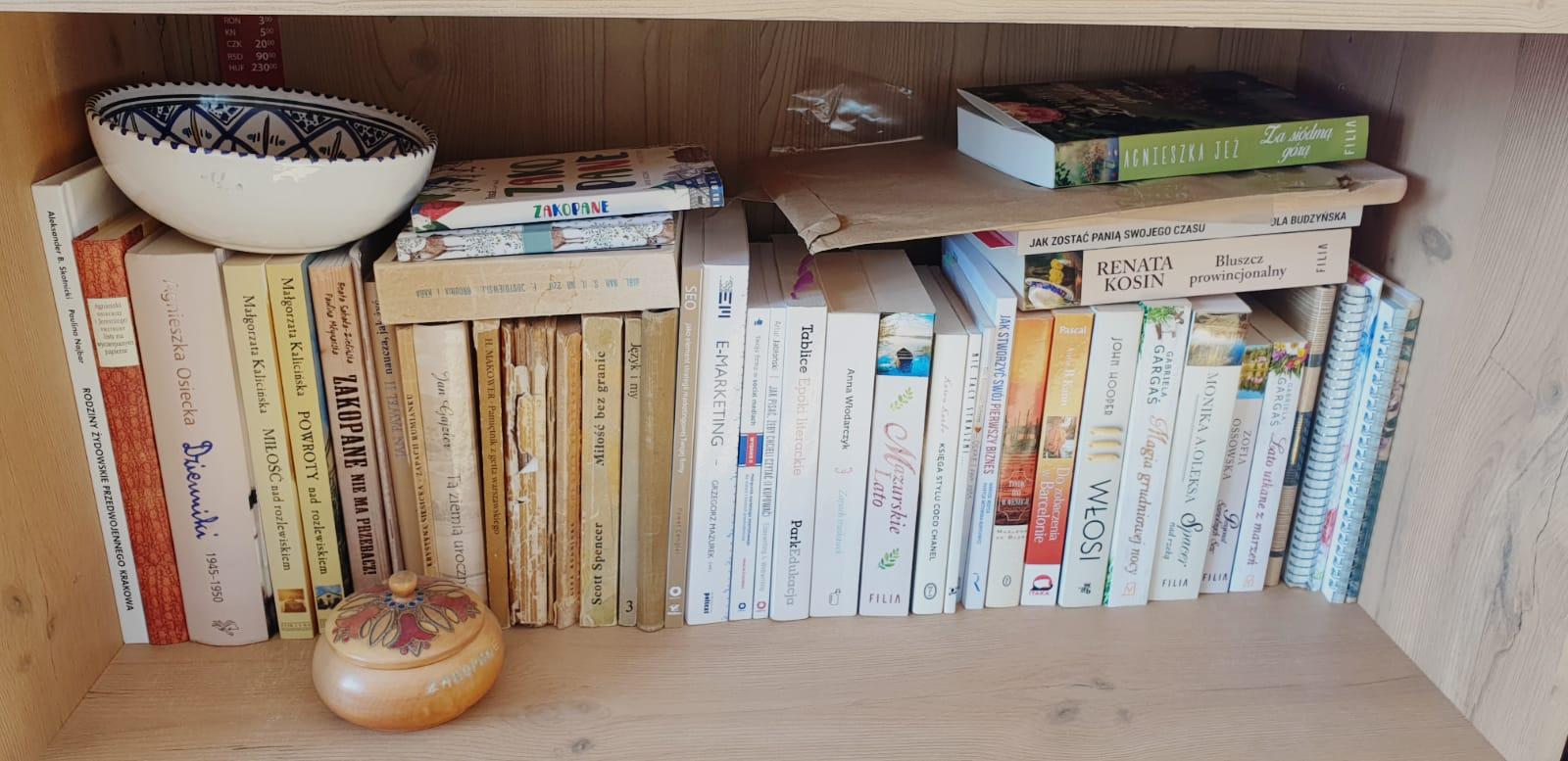 Jedna z półek mojej biblioteczki- EsPatris